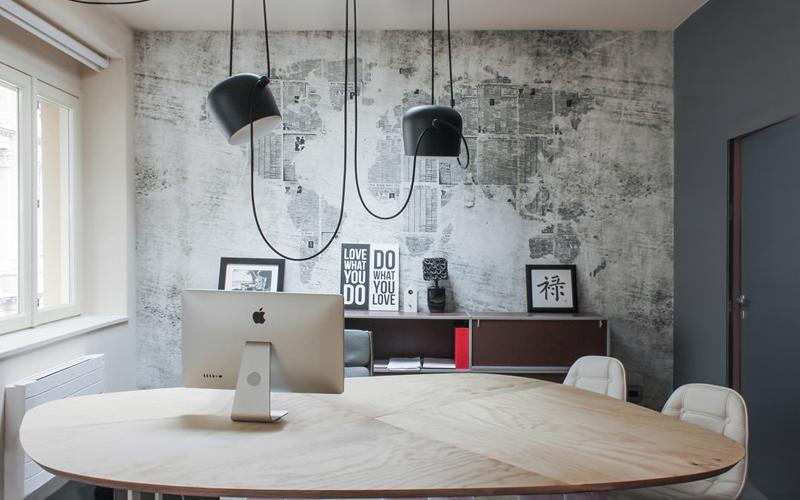 Tavolo su misura realizzato in Pino Arauco - Advice Group - Torino